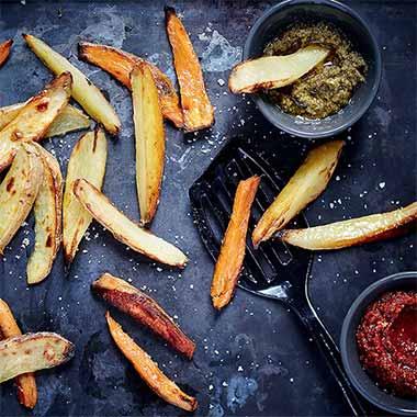 Frites de pommes de terre et de patates douces