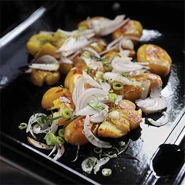 pommes-de-terre-aux-2-oignons-et-herbes-plancha-eno
